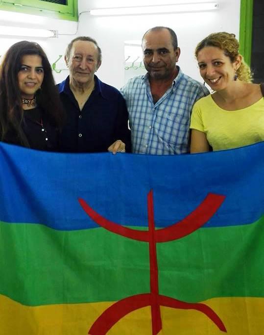 إيدير مع أعضاء الجمعية التونسية للثقافة الامازيغية